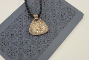 Bronze pendant with texture tile